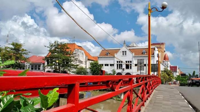 Wisata Jembatan Merah via Sewa Bus Surabaya