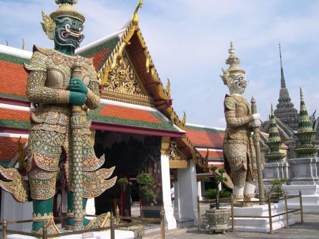 wisata kuil emerald buddha wat pra keaw bangkok