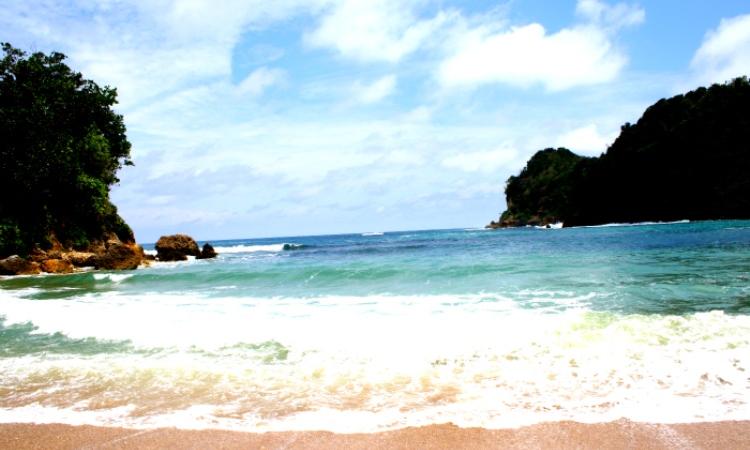 Wisata Pantai Pangi via Wikipedia