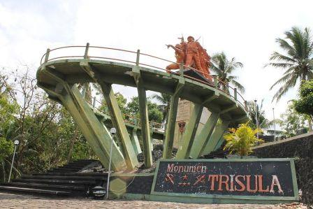 Wisata Sejarah Monumen Trisula