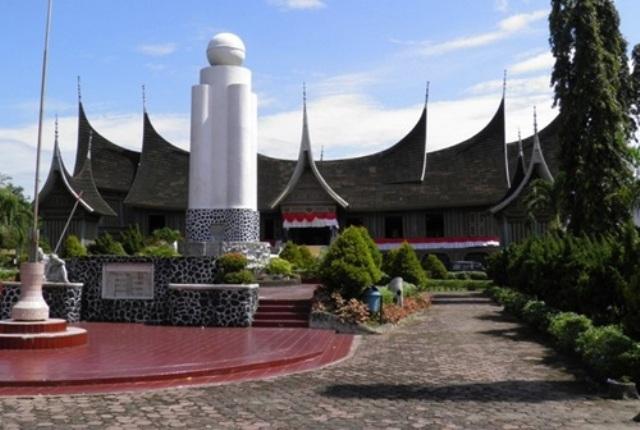 Wisata Sejarah Museum Adityawarman di Padang