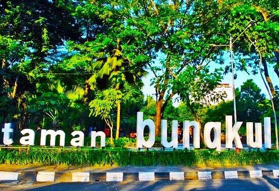 Wisata Taman Bungkul via Tripadvisor