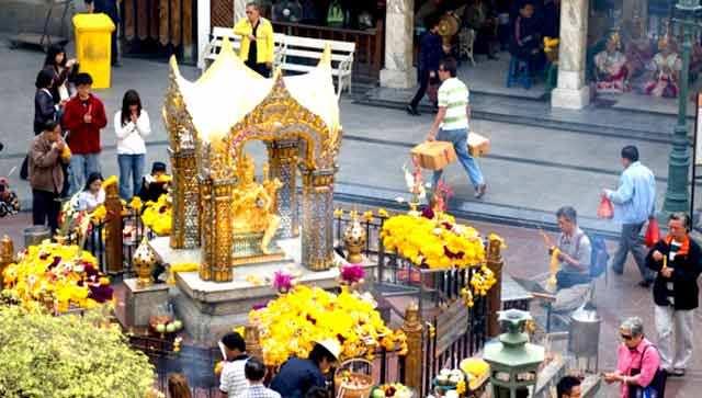 Wisata ke Four Face Buddha Bangkok