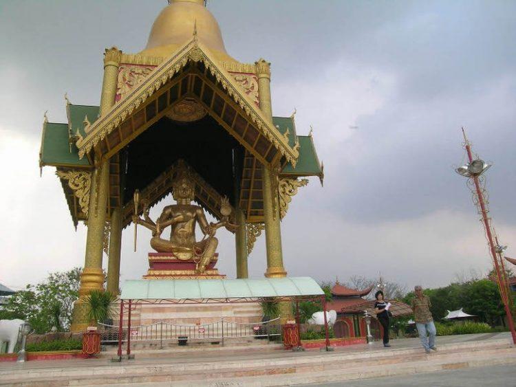 Wisata patung Buddha dengan Empat Wajah via Detik
