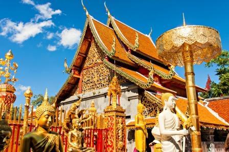 Berwisata ke Wat Phra That Doi Suthep di Thailand