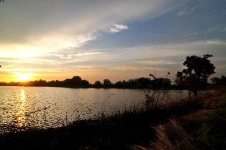 Destinasi Wisata Gratis Danau Cibeureum di Bekasi