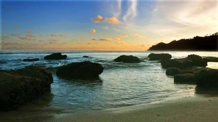 Destinasi Wisata Pantai Kali Uluh di Pacitan