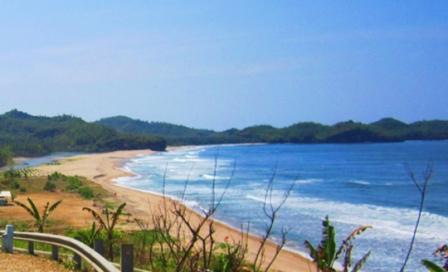 Destinasi Wisata Pantai Soge di Pacitan