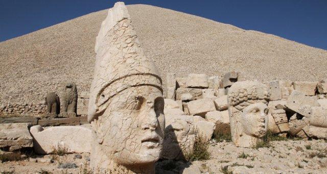 Gunung Nemrut Turki