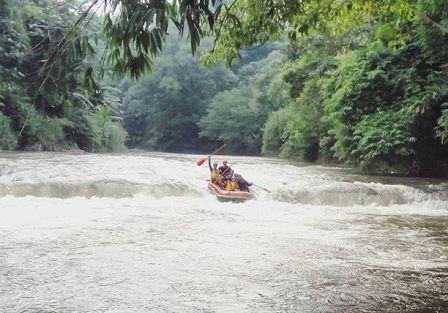 Liburan Menantang Arung Jeram di Sungai Ciliwung - tempat wisata di Depok