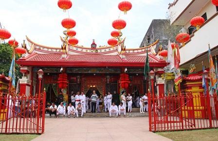 Liburan Menarik ke Kampung Cina di Manado