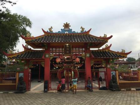 Liburan Seru  ke Kelenteng Sian Jin Ku Po Karawang