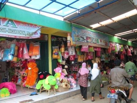 Mampir di Sentra Kerajinan Boneka Cikampek Karawang