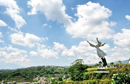Mengunjungi Patung Yesus Memberkati