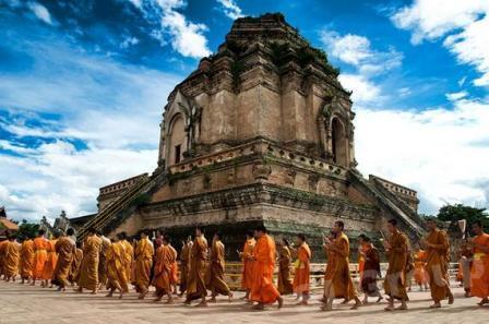 Objek Wisata Candi Wat Chedi Luang di Thailand