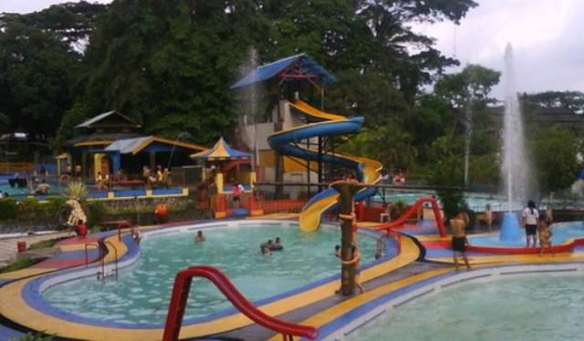 Objek Wisata Mangkubumi Waterpark di Tasikmalaya