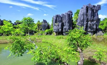 Objek Wisata Menantang Pegunungan Karst (kapur) di Makassar