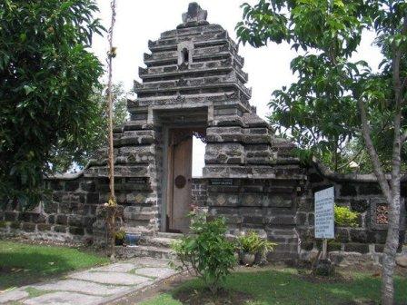 Objek Wisata Mistis Petilasan Sri Aji Jayabaya di Kediri