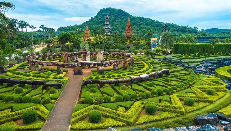 Objek Wisata Nong Nooch Tropical Botanical Garden di Thailand