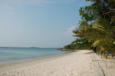 Objek Wisata Pantai Ciputih di Pandeglang Banten