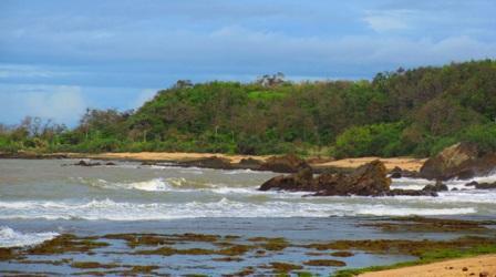 Objek Wisata Pantai Karangsongsong Cibobos di Banten