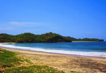 Objek Wisata Pantai Tawang di Pacitan