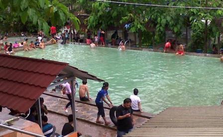 Objek Wisata Pemandian Air Panas Cisolong di Banten