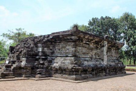 Objek Wisata Sejarah Candi Tegowangi di Kediri
