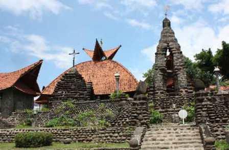 Objek Wisata Unik Gereja Puh Sarang di Kediri