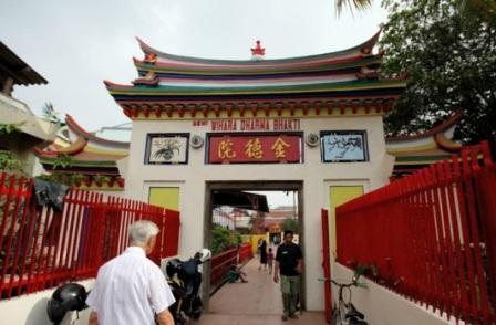 Objek Wisata Vihara Dharma Jaya di Bekasi