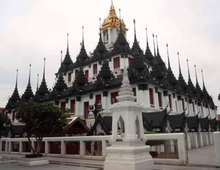 Objek Wisata Wat Ratchanatdaram di Thailand