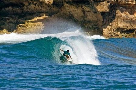 Obyek Wisata Pantai Watu Karung di Pacitan