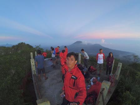Sensasi Menaklukan Gunung Mahawu - tempat wisata di Manado