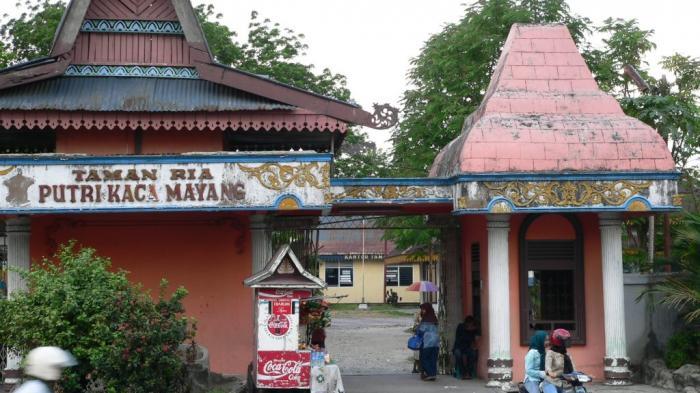 Taman Putri Kaca Mayang