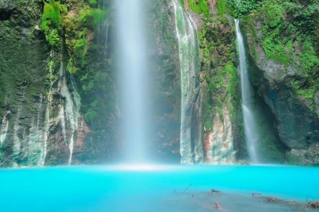 Tempat Wisata Alam Air Terjun Dua Warna di Medan