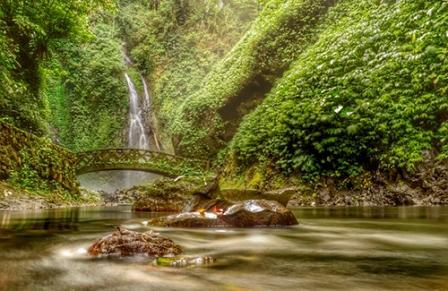 Tempat Wisata Alam Air Terjun Ratahan Telu di Manado