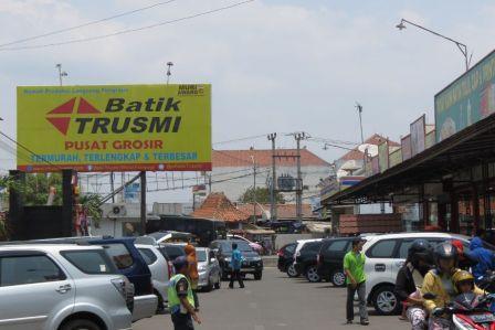 Tempat Wisata Belanja Terkenal Batik Trusmi Cirebon