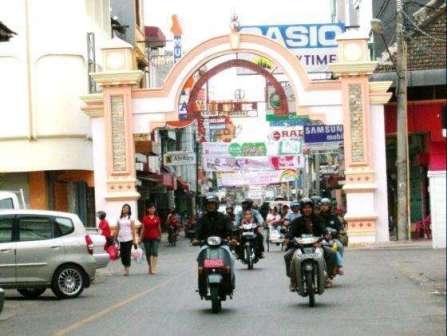 Tempat Wisata Belanja di Jalan Somba Opu Makassar