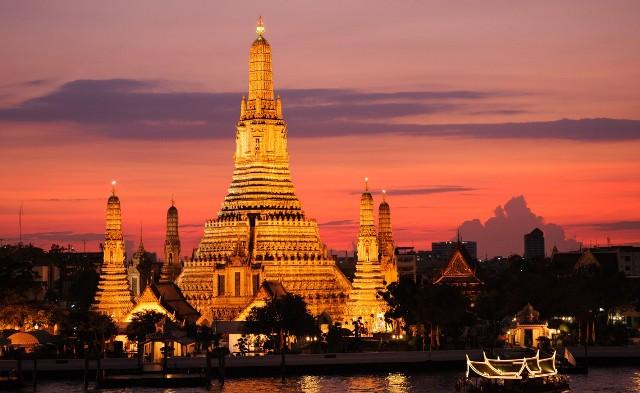 Tempat Wisata Favorit Wat Arun di Thailand