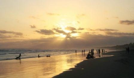 Tempat Wisata Keluarga Pantai Bagedur di Banten