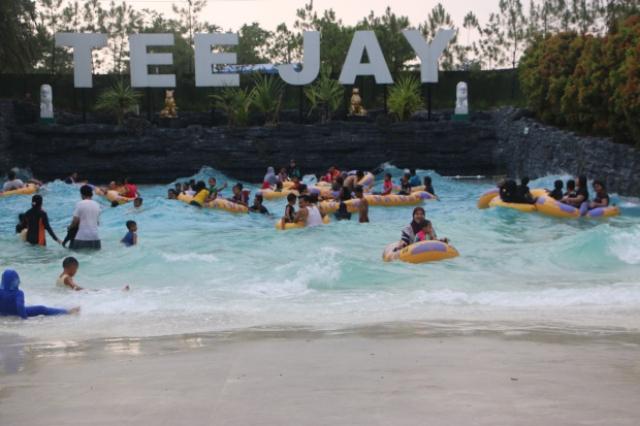 Tempat Wisata Keluarga Teejay Waterpark di Tasikmalaya