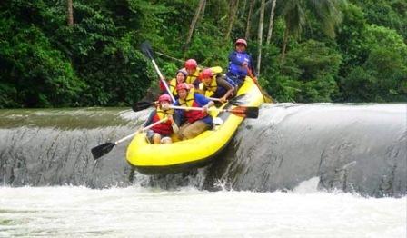 Tempat Wisata Menantang Arung Jeram Sungai Ciberang di Banten