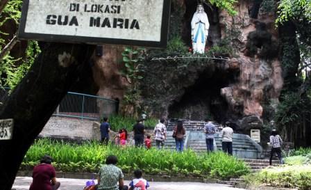 Tempat Wisata Menarik Gua Maria Pohsarang di Kediri