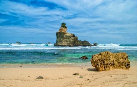 Tempat Wisata Pantai Buyutan di Pacitan