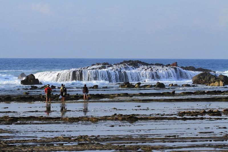 Tempat Wisata Pantai Karang Taraje di Banten