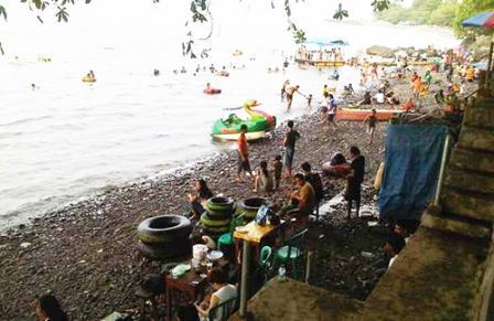 Tempat Wisata Pantai Malalayang di Manado