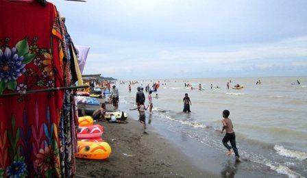 Tempat Wisata Pantai Tanjung Pakis di Karawang
