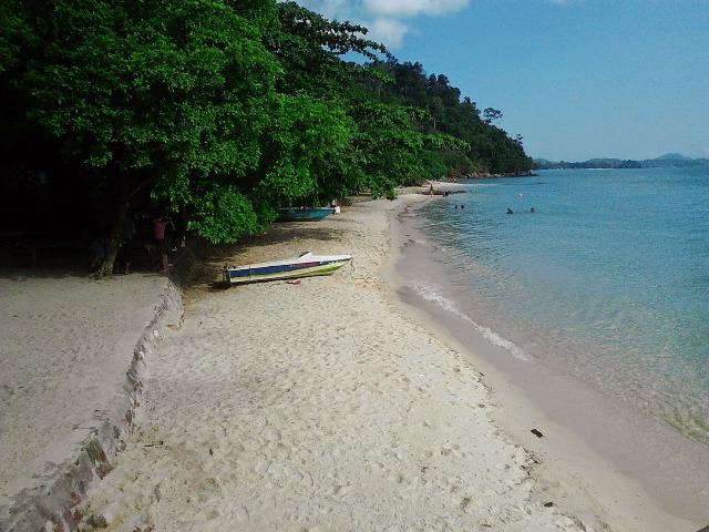 Tempat Wisata Pasir Putih Pantai Mirota Batam