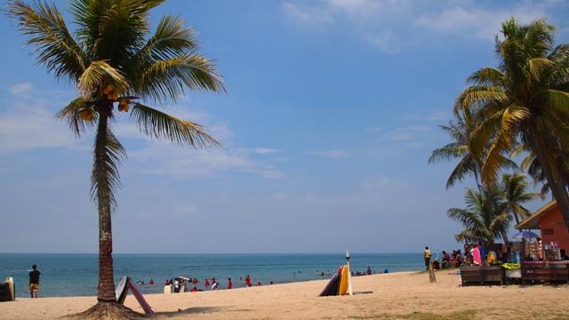 Tempat Wisata Populer Pantai Anyer di Banten