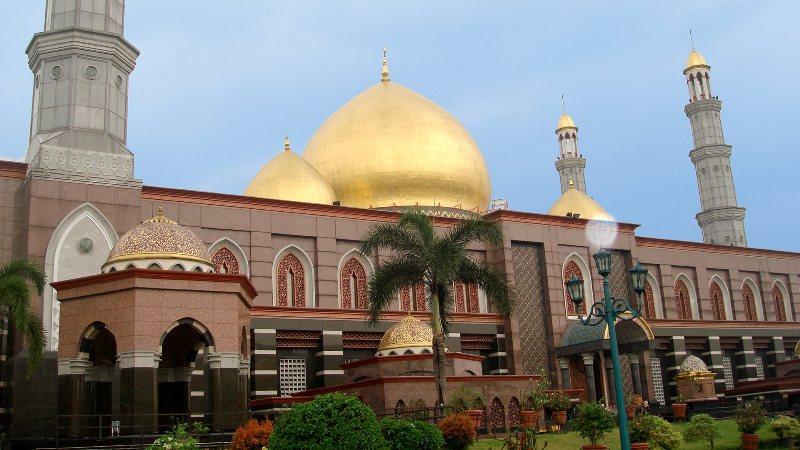 Tempat Wisata Religi Masjid kubah emas di Depok